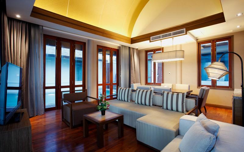 Beachfront 2 bedroom Pool Villa